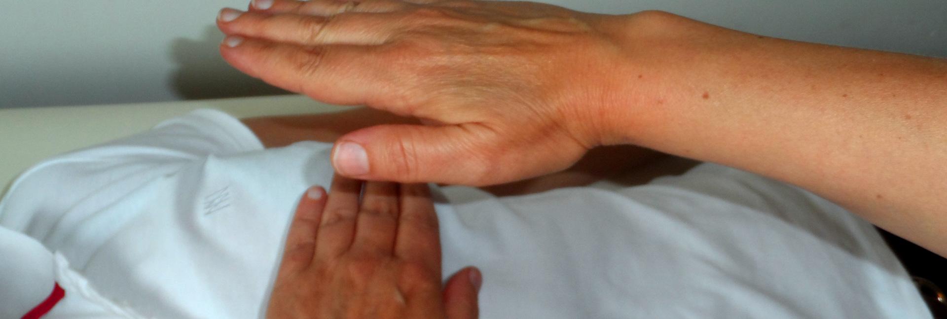 position des mains en reiki à Omikao