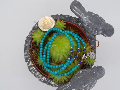 bracelet élastique 3 tours /collier en howlite,turquoise, lapis lazuli, oeil de tigre 6 mm avec trèfle