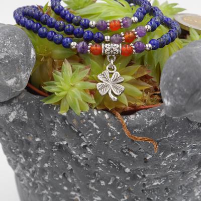 bracelet élastique 3 tours/collier 6 mm en lapis lazuli, cornaline, améthyste et petit trèfle