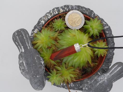 pendentif en forme de pointe en jaspe rouge