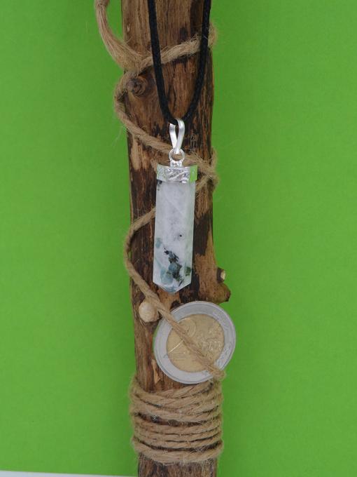 pendentif en forme de pointe en pierre de lune