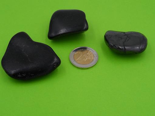 pierres roulées en jais de mongolie